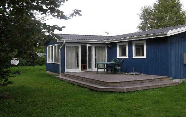 Modern children friendly summerhouse with large sh
