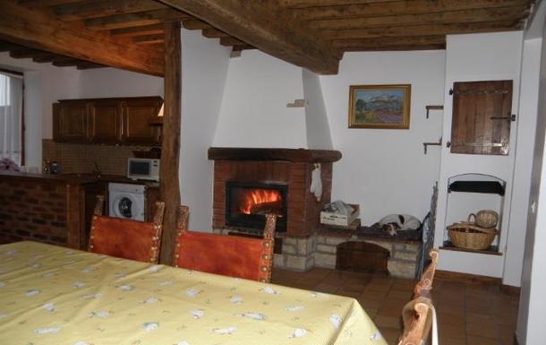 BoligBytte til,France,Chateau chinon,La salle à manger a coté de la cheminée