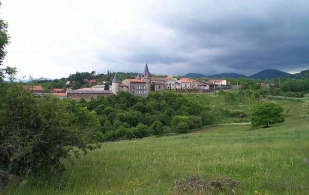 BoligBytte til,France,Clermont Ferrand, 12k, SW,Le village de Saint Genès Champanelle