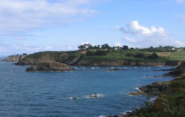 The coast near the house