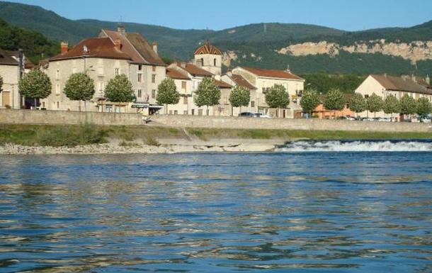 Sault Brenaz au bord du Rhône