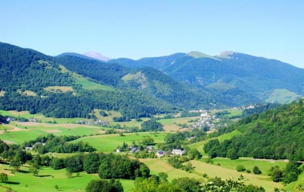Le Village de Laborde au pied du Pic du Midi