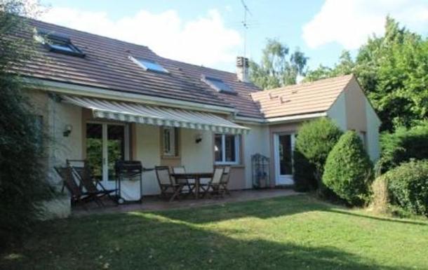 Terrasse, avec barbecue et salon de jardin