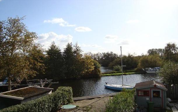 BoligBytte til,Netherlands,Vinkeveen,Waterway, about 25 meters wide, behind the house..