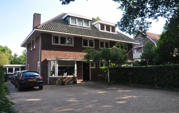 BoligBytte til,Netherlands,Amsterdam, 30m, S,Front of the house with spacious room for parking