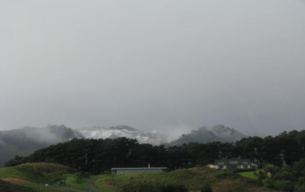 BoligBytte til,New Zealand,RD 1 WAIKANAE,A RARE SNOW FALL ON THE HILLS BEHIND US