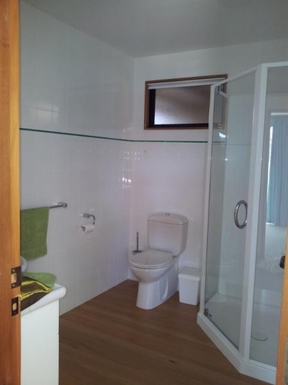 BoligBytte til,New Zealand,Picton,bathroom for 2nd bedroom