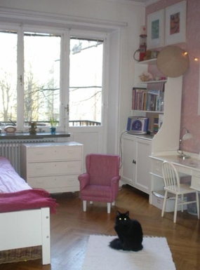 BoligBytte til,Sweden,Stockholm,One of the girls room. We don't have a cat today.