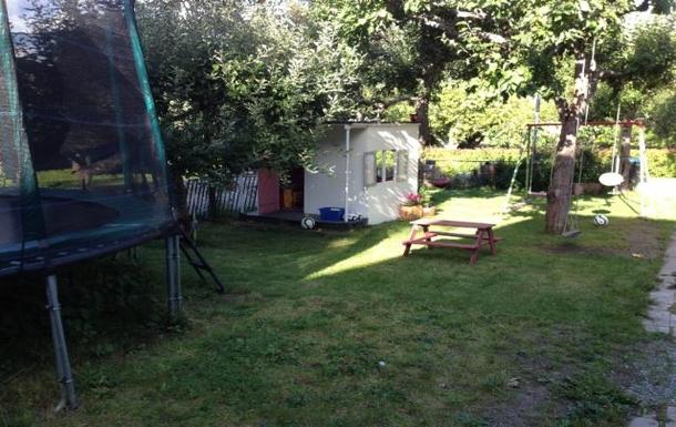BoligBytte til,Sweden,Stockholm, 10k, N,Childrens' corner with trampoline, swings and hous