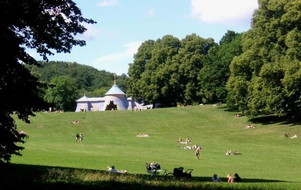 BoligBytte til,Sweden,Stockholm city, 0k,,Lovely Hagaparken for walks, picnics and jogging.