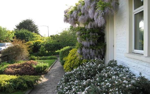 BoligBytte til,United Kingdom,Edinburgh,Looking towards the rest of the front garden (more
