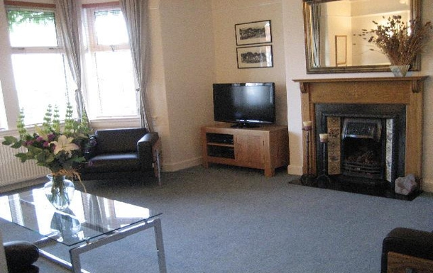 BoligBytte til,United Kingdom,Edinburgh,Main sitting room, south facing, with TV and now a