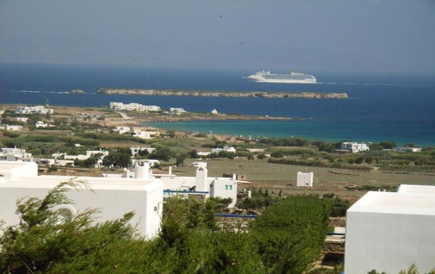 BoligBytte til,Greece,Paros, Greece.  Tsanes,Cruise ship passing
