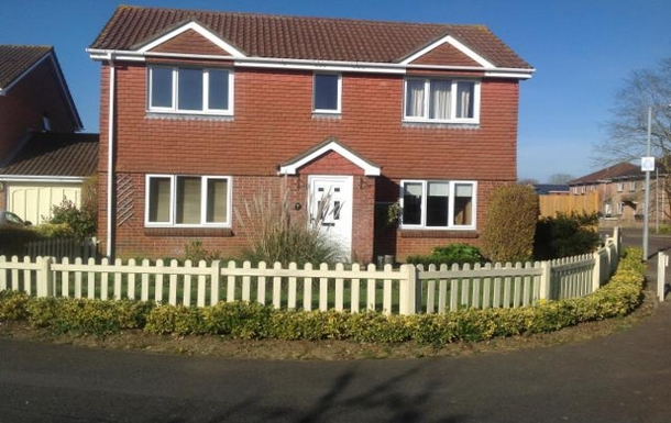 Four bedroom detached house with three bathrooms,