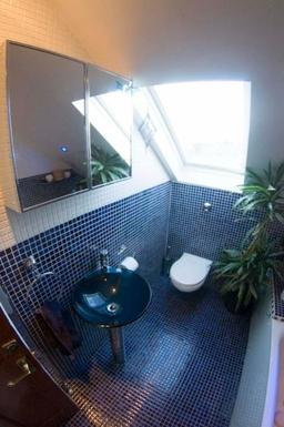 BoligBytte til,United Kingdom,Edinburgh, 2m, S,Upstairs bathroom with shower