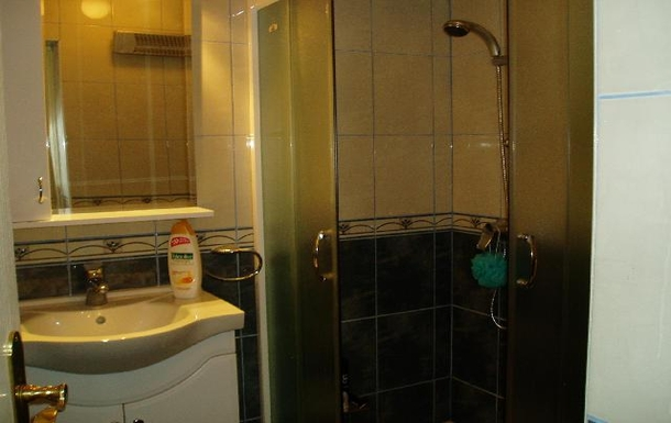 BoligBytte til,Montenegro,Risan,Master en-suite bath on 1st floor