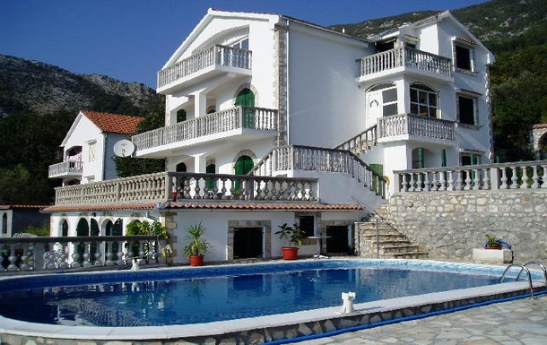 BoligBytte til,Montenegro,Risan,Side of house showing all four levels