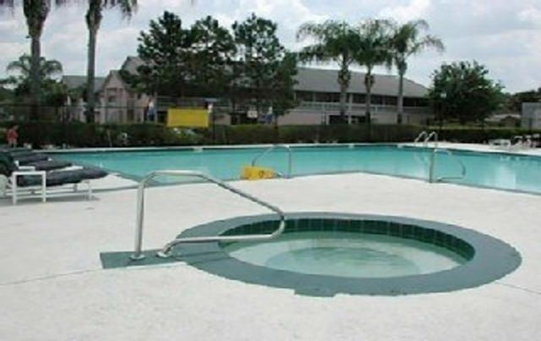 Community Pool and Jacuzzi