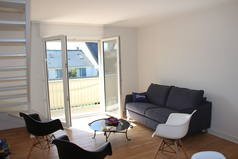 Home exchange in/France/DINARD/The living-room with the terrace