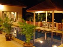 País de intercambio de casas/Thailand/Phuket/Evening by the Pool