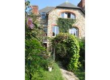 Koduvahetuse riik/France/RENNES/House from garden