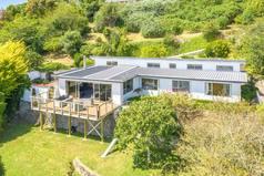 Kodinvaihdon maa/New Zealand/Whanganui/Backyard and House