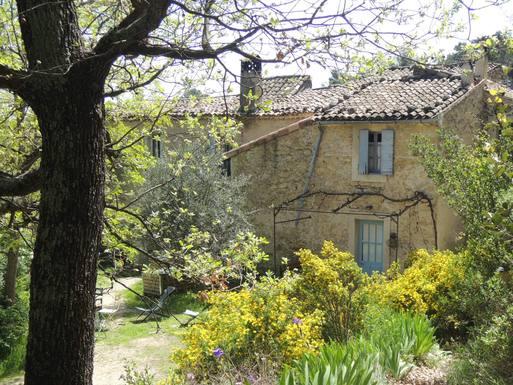 hameau de recaute à Lauris Www.gites-aiolo.fr