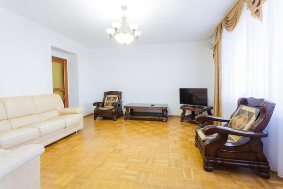 Huizenruil in  Oekraïne,Kiev, Ukraine,Large apartment in the center of Kiev,Home Exchange Listing Image