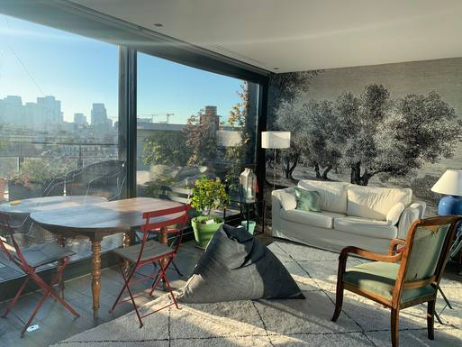 """winter living room"" with nice view on skyline-day"