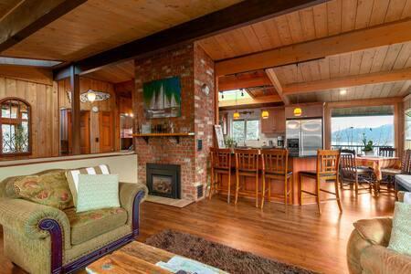 Koduvahetuse riik Kanada,Gibsons, British Columbia,Cedar View Cottage on the West Coast of BC,Home Exchange Listing Image