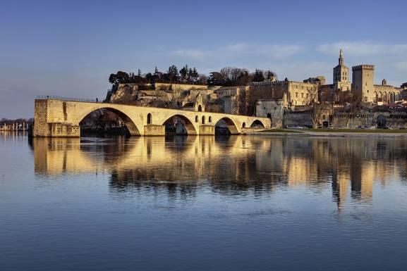 """Le Pont """"D'avignon""""+ Rocher Doms + Palais Papes"""