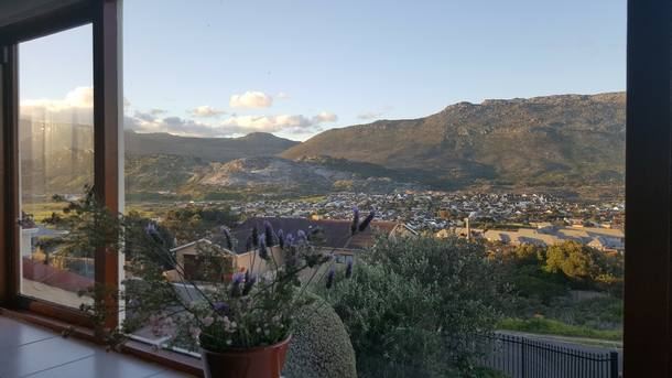 Scambi casa in: Sudafrica,Cape Town, Fish Hoek,Sunny peaceful home, sea & mountain views,Immagine dell'inserzione per lo scambio di case