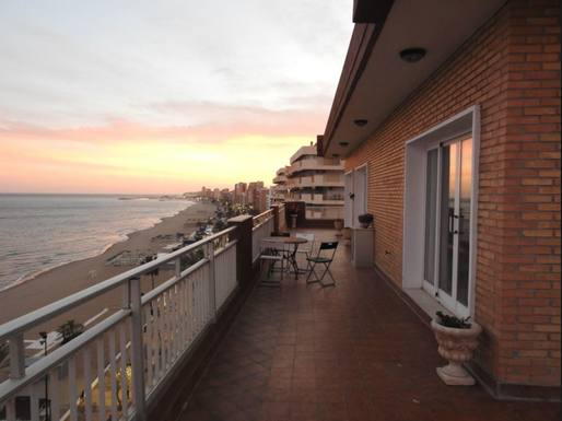 Boligbytte i  Spania,fuengirola,, malaga,Penthouse, top floor, appartment beach front.,Home Exchange & House Swap Listing Image