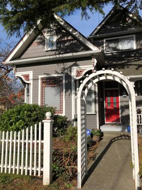 Character Duplex in beautiful Victoria