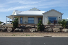 Home exchange in Australia Mount Gambier SA Front of the House showing where garage parking
