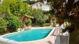 Bostadsbyte i/France/La Ciotat/vue extérieure avec piscine