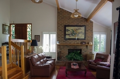 Huizenruil in /Australia/Melbourne/Sunny Lounge room with open fire place