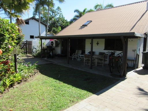 Home exchange in,Australia,CAIRNS,Cairns...front yard and patio