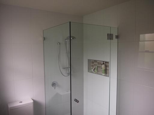 Home exchange in,Australia,STOCKTON,Shower recess in main bathroom
