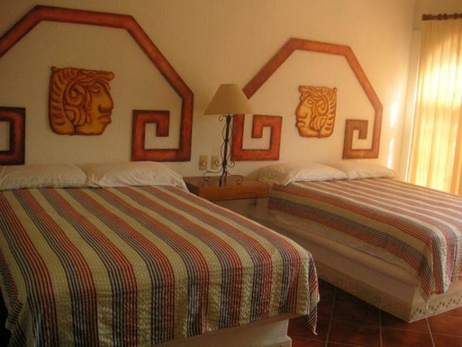 BoligBytte til,Mexico,Manzanillo,Bedroom with two double beds in Casa Maya