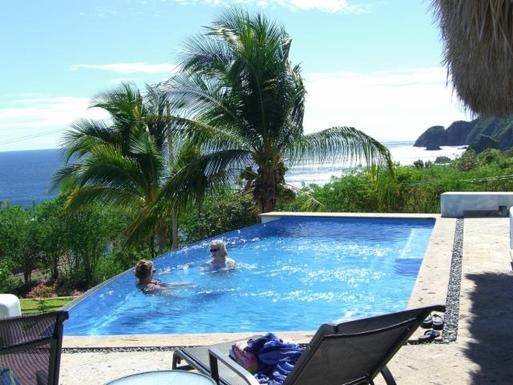 BoligBytte til,Mexico,Manzanillo,Infinity Pool at Casa Amanecer
