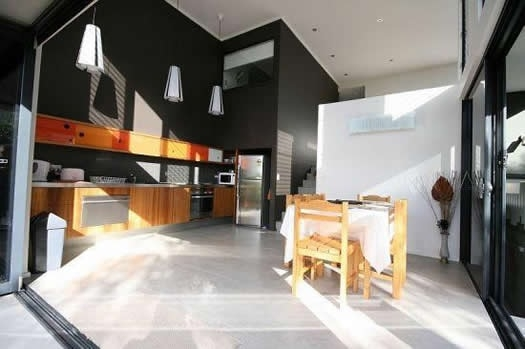 Home exchange in,Australia,POTTSVILLE,Pottsville sunny kitchen / dining.