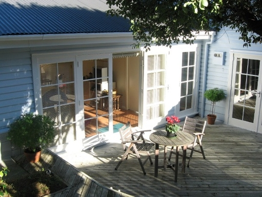 BoligBytte til,New Zealand,Wellington,sheltered decking area with morning sun