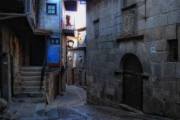 BoligBytte til,Spain,Miranda del Castañar,Our street (calle larga = long street, but narrow!