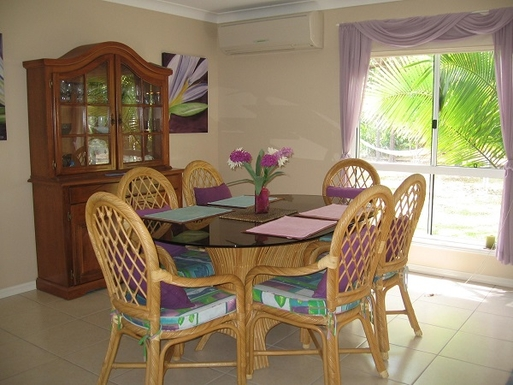 Home exchange in,Australia,COOROIBAH,Dining area