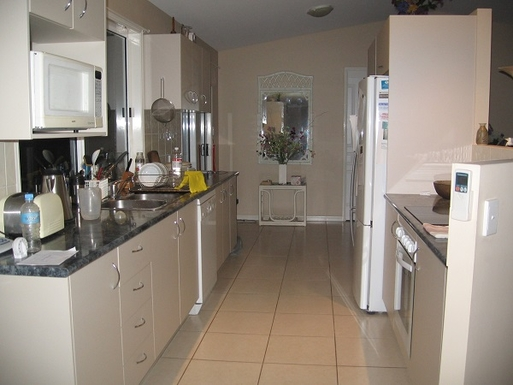 Home exchange in,Australia,COOROIBAH,Kitchen with all amenities, including dish washer