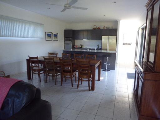 Home exchange in,Australia,VINCENTIA,open plan dining/kitchen
