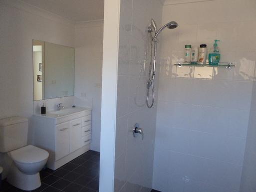 Home exchange in,Australia,VINCENTIA,main bathroom