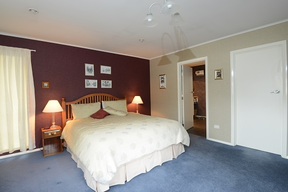 BoligBytte til,New Zealand,Nelson,main bedroom with ensuite
