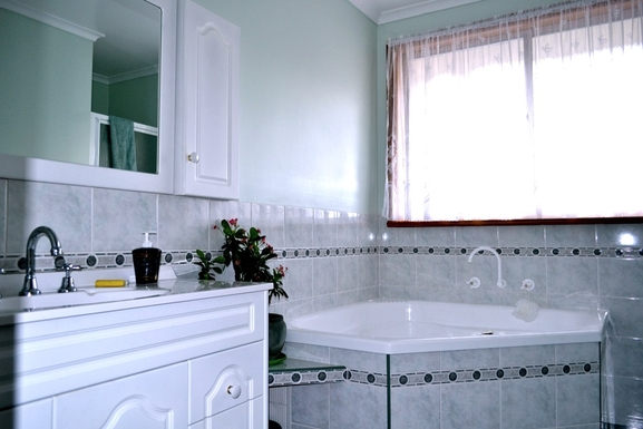Home exchange in,Australia,BLACKMANS BAY,Guest bathroom